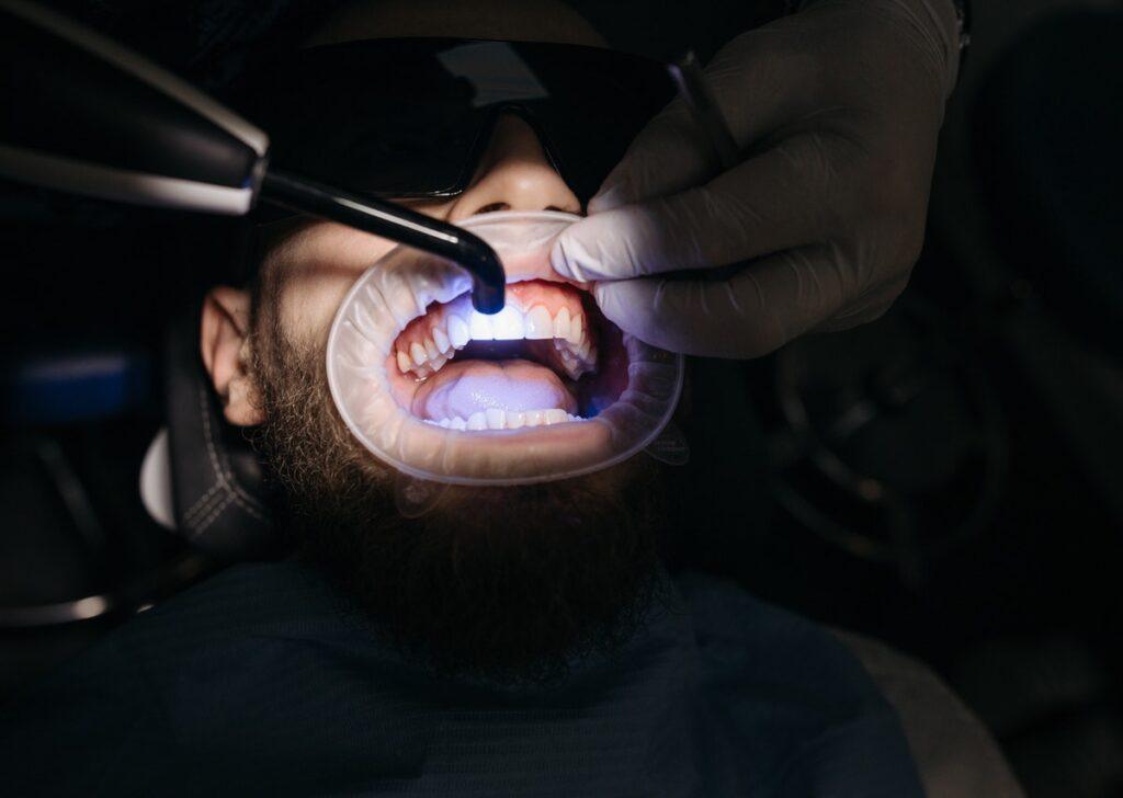 na fotelu dentystycznym